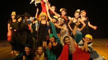 Alunos do curso da turma de Teatro da Usina, com encerramento em 21/12/2013.